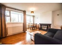 **Spacious 3 bedroom newly refurbished apartment in E14. Available Now**
