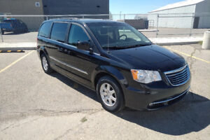 2012 Chrysler Town & Country Minivan PRICED TO SELL!!!!