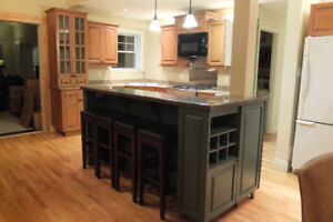 Vendu/Sold  Cuisine / Maplewood kitchen +island