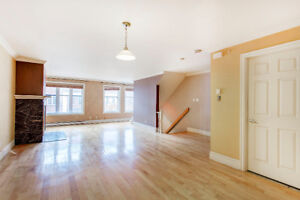 3 BEDROOM TOWNHOUSE DOWNTOWN WITH INDOOR PARKING