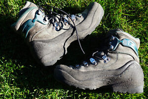 HIKING BOOTS MENS