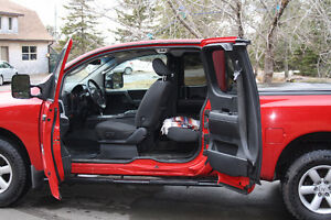 2010 NISSAN TITAN ,BEAUTIFUL CONDITION ,,RED 4X4,,,,,,