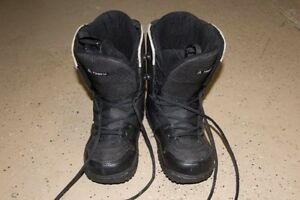 Size 5.5 snowboarding boots - US Size 5.5