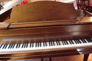 BEAUTIFUL BABY GRAND PIANO FOR SALE, Stratford Kitchener Area image 2