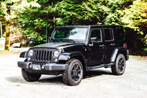 2014 Jeep Wrangler Unlimited Sahara (low kms + black package)
