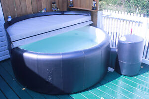 4 person Hot Tub  Softub