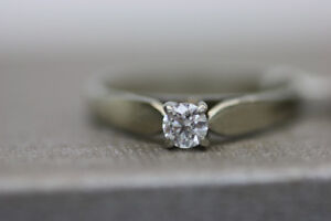 **ALLURING** 14K White Gold Engagement Ring Sz 7 (#15383)