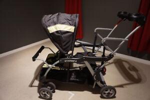 Poussette triple fonctions de Baby Trend (Sit n Stand Deluxe)