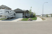 Immaculate Bungalow in Pinnacle Ridge w/ RV Parking