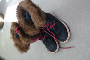 Girls winter boots size 5 (not toddler) for about age 8-9