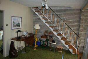 Escalier en métal et fer forgé des années 1960 ($775)
