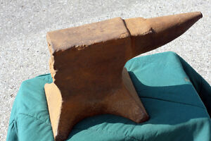 Large & HEAVY FORGED Antique ANVIL  SEE VIDEO