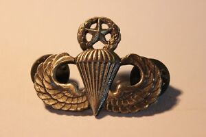 2 Military  Helicopter & Parachute Pins  (VIEW OTHWER ADS) Kitchener / Waterloo Kitchener Area image 3