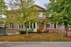 DUNDAS TOWNHOUSE! MUST BE SOLD! MOTIVATED SELLER!