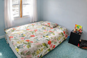 ROOM FOR RENT - FURNISHED - UNIVERSITY AVENUE (May to September)