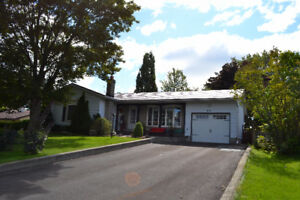 831 Pembridge Cres - Great location - Bungalow with heated pool!