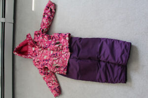 Girls snowsuit size 8 with hat and mittens in great shape