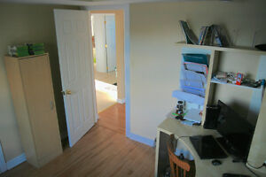 Hull - Room - Quiet - Clean - AVAILABLE NOW (or Jan 1st) Gatineau Ottawa / Gatineau Area image 2