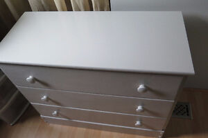 White wood 3 drawer dresser Kitchener / Waterloo Kitchener Area image 3