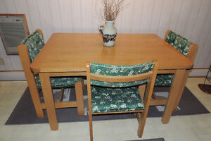 Table & 4 Chairs - Very solid maple wood West Island Greater Montréal image 1