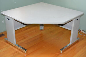 Stand Up or Sit Down Work Desk / Table REDUCED PRICE