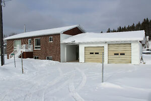 House for sale 5 bedrooms & double garage Larder Lake ON