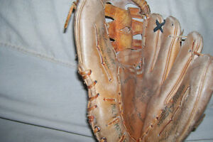 CUSTOM BUILT PROFESSIONAL MODEL LEATHER INFIELDERS GLOVE London Ontario image 2