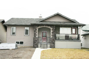 Bungalow Main Floor & Bsmt for Rent in Airdrie/Crossfield Area