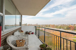 SMRT- Stunning 3 Bedroom Condo steps from Lake Ontario