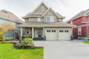 Impeccable new listing in Garrison Crossing! Open House 12-3pm!!