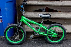 3 Vélos pour garçon -  du tout début à 7 ans