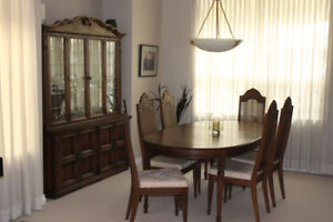 CHINA CABINET, MATCHING DINING ROOM TABLE, EXT. LEAFS, 6 CHAIRS