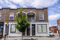 Large Completely Renovated Unit With Beautiful Finishings