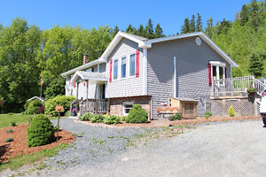 BEAUTIFUL Home in Sought After Greenhill NS