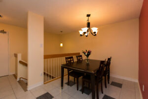 2 level apartment condo in Sheffield Glen!