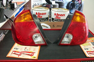Hyundai Accent Hatchback 2003 - 2005 taillight lumiere Arriere .