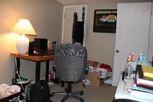 3 Furnished Rooms-Wharncliffe/Oxford - UWO Students London Ontario image 6