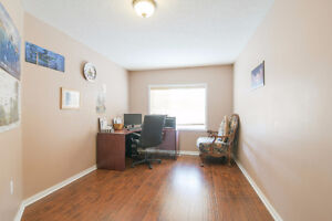 Female Paying Guest in Brampton - Furnished Room