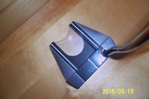 NEW, UNUSED ODESSEY PUTTER RIGHT HAND - 35 inch shaft