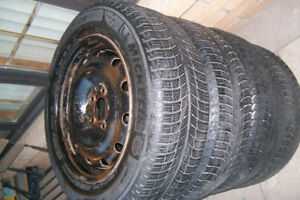 Pneus d'Hiver 215/60/R16 winter tires MICHELIN X-ICE 215 / 60R16