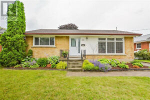 Gorgeous 3 Bedroom Bungalow for Lease