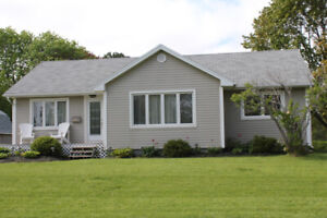 Weekly rental 3 bedroom house 4 min to UPEI campus