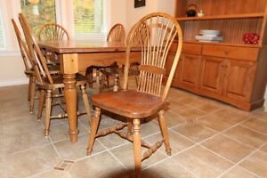Harvest dining room table with 6 chairs Gatineau Ottawa / Gatineau Area image 2