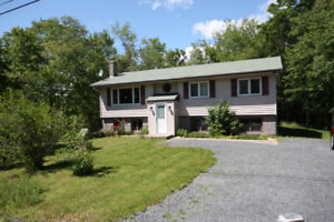 Bright & Spacious Timberlea 4 Bedroom - Available Immediately