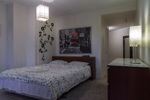 Condo for rent in the heart of Montreal- Downtown/Condo à louer