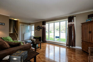 GREAT LASALLE HOME LOCATED ON A LARGE LOT ACROSS FROM A PARK~ Windsor Region Ontario image 3