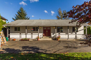 Reduced! Private 5 bdrm House on almost 1 acre with Views!