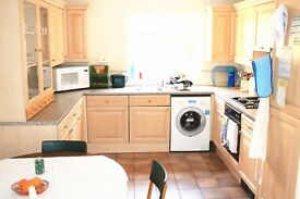 Large Double Room in Brentford / Ealing Available NOW