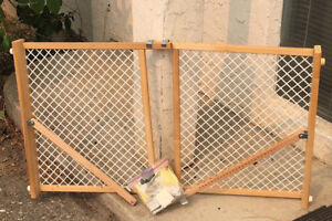 Child's Gate - Never been used - Convenient stair gate for child