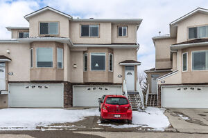 Double attached garage! (139 Country Hills Gardens NW)